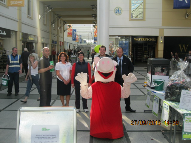 peppa-pig-with-merseyway-staff