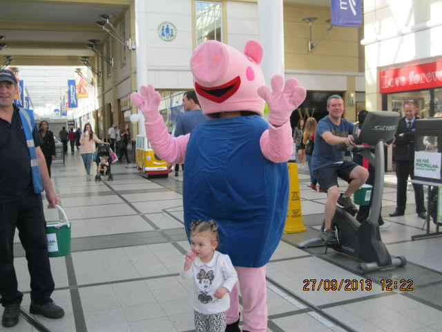 george-pig-with-one-of-his-little-fans